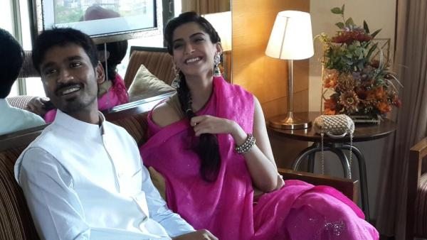 Sonam & Dhanush promote Raanjhanaa in Ahmedabad  Sonahm1