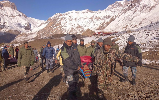 nepal annapurna avalanche snowstorm