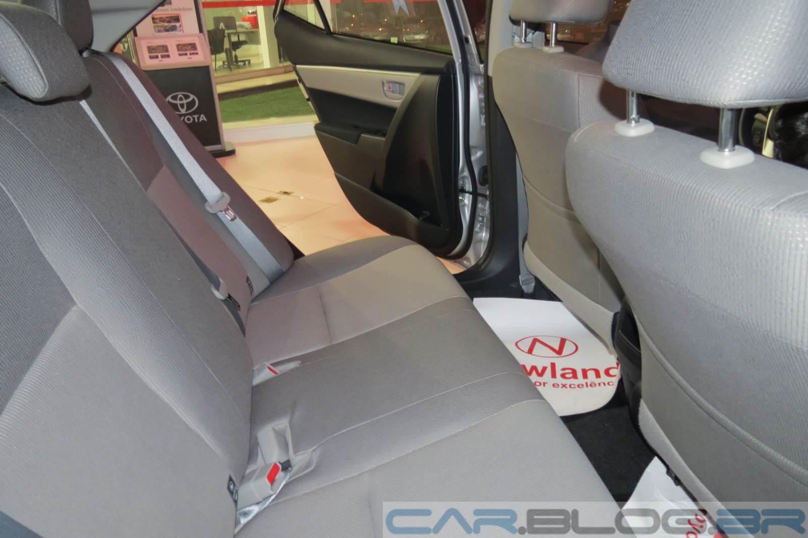 Toyota Corolla - espaço traseiro