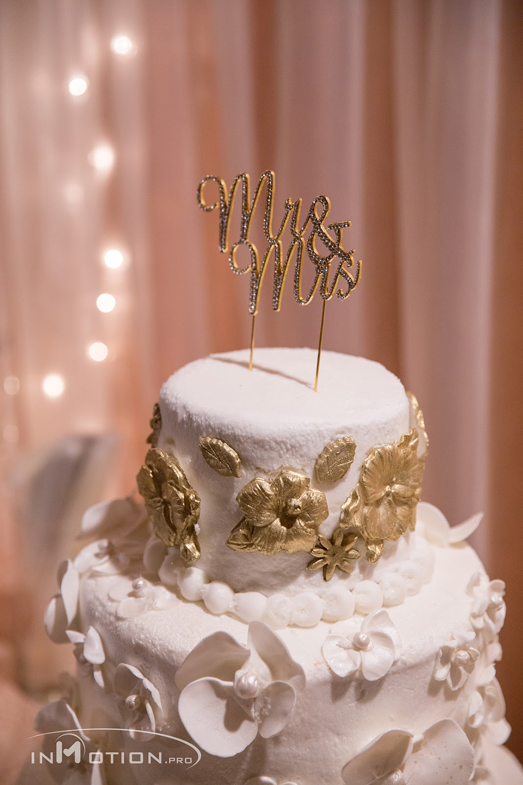 Wedding Cake Gold And White Mr Mrs Cakes By