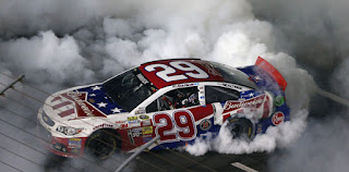 Kevin Harvick comes out of nowhere to win Charlotte 600