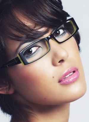 Chicas desnudas con gafas