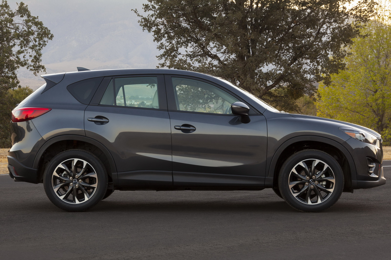 mazda updates 2016 cx 5 with more goodies. Black Bedroom Furniture Sets. Home Design Ideas