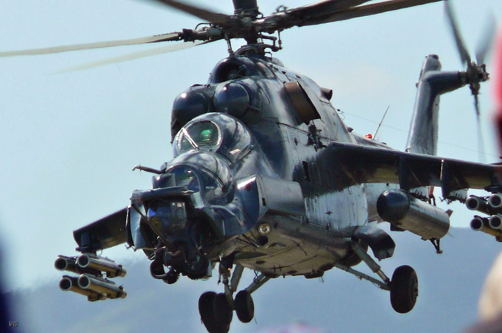 russian mi35 attack helicopter jet fighter picture