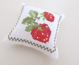дизайн интерьера, декор дома  подушечка с лавандой, вышивка лентами, аксессуары для дома