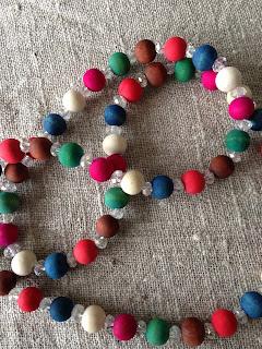 Halsband, färger, pärlor, smycken