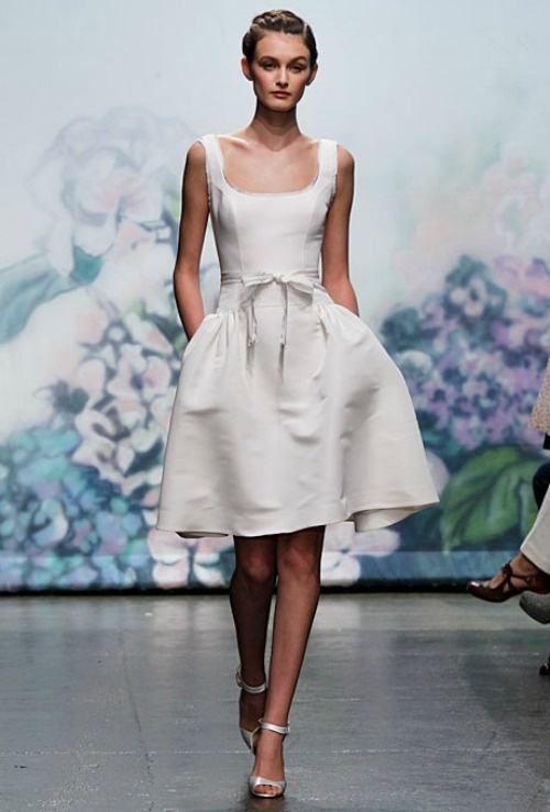 http://www.zankyou.fr/p/robes-mariee-longueur-genoux-court-tendance-2012