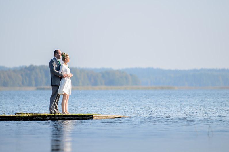 vestuvinė fotosesija prie ežero visagine