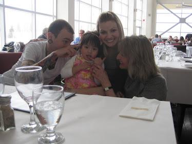 Noémi avec la famille