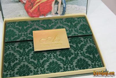 gambar-gambar isi kandungan kad perkahwinan Ashanti dan Anang