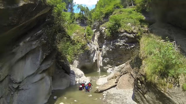 Chli Schliere, Canyoning, interlaken, Outdoor Interlaken, Lucerne, Jumps, Switzerland, Get busy Living, Slides, natural slides, nature, Canyon, Gorge, Adventure, Adrenaline, Roaming Renegades, Nic, paul, Short, Hilditch, Travel, things to do in Interlaken,