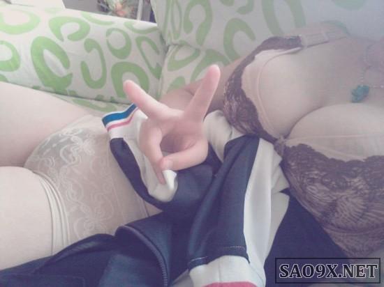 Nữ sinh chụp ảnh nóng khoe ngực gây sốc!!!