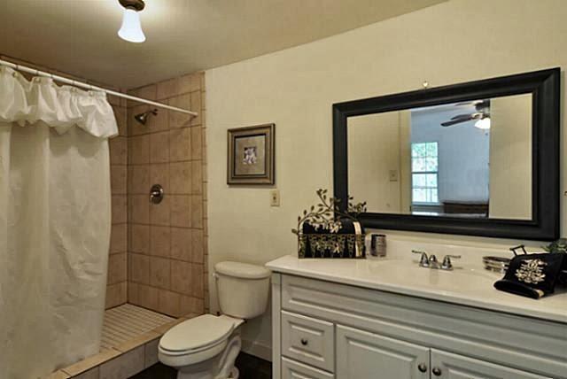 Glimpse of my world historic mckinney cottage living for Bathroom remodel mckinney