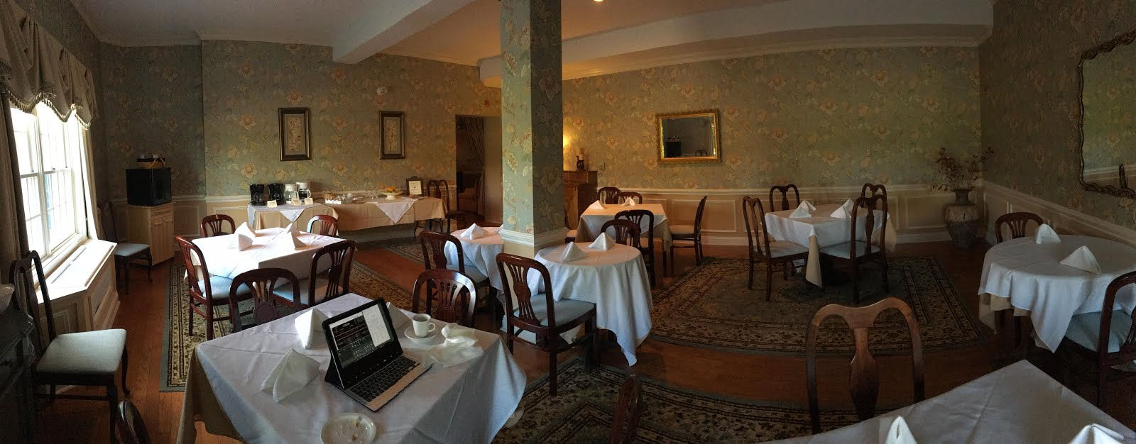 W4uoa camelot clark summit pa for Dining room operations