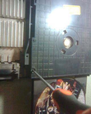 Langkah - Langkah Memperbaiki Optik PS2 (6)