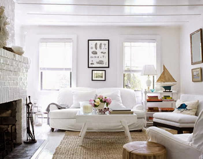 Cottage living room furniture white for Beach cottage style decor