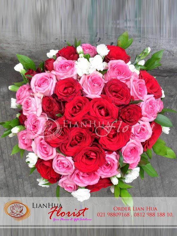 bunga mawar dalam vas, toko bunga di jakarta, karangan bunga, bunga untuk pacar, bunga ulang tahun
