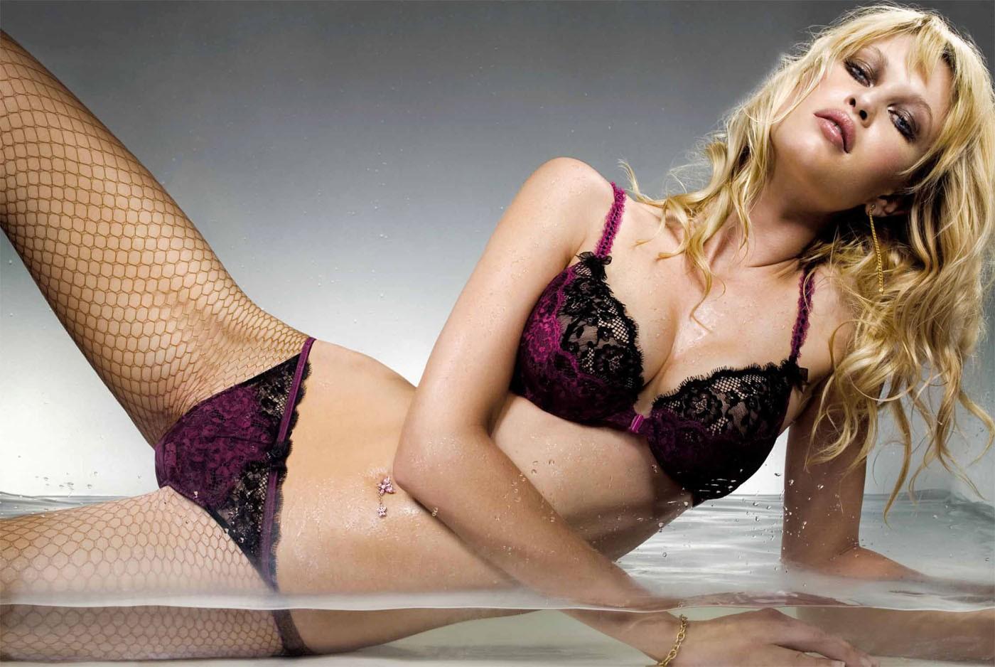 http://3.bp.blogspot.com/-Q9dCNIiWrj4/Tf8e8MplUXI/AAAAAAAAAGg/w5CEUVn9gxo/s1600/Erotic+Girl+Wallpaper+sexy+body+%252819%2529.jpg