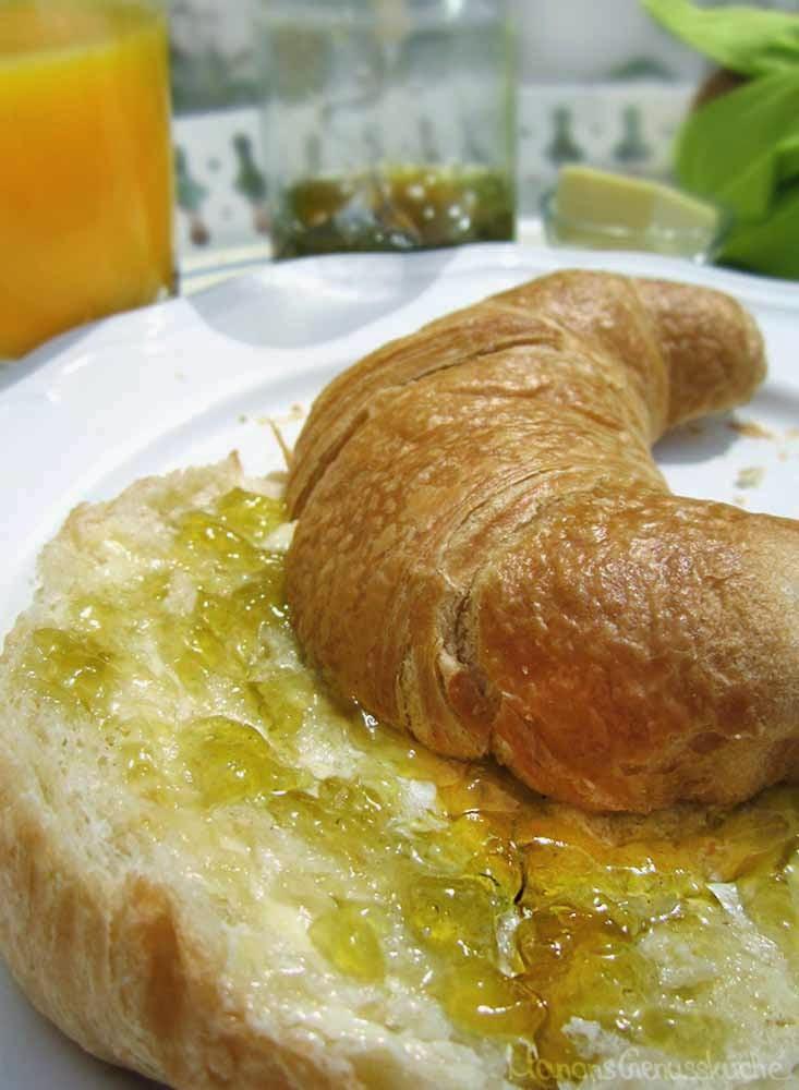 Croissant mit Löwenzahngelee