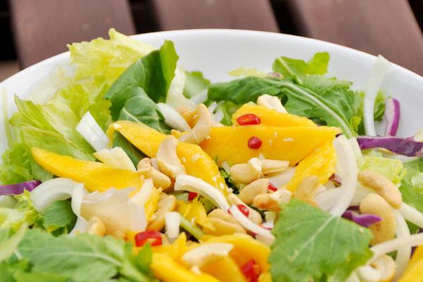 thai beef mango salad