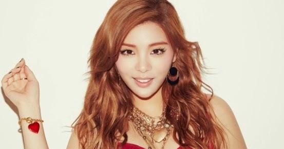 tampil nyaris tanpa busana penyanyi cantik korea kembali