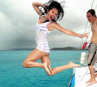 Selena Gomez bikini jumping off boat hot beach HD HQ foto