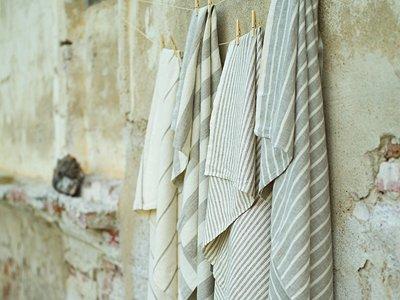 "Linen Bath Towels, Brittany Stripes, Phillipe (generous width):  39"" x 53"" (100 x 135 cm) http://www.linenandlavender.net/p/blog-page_3.html#"