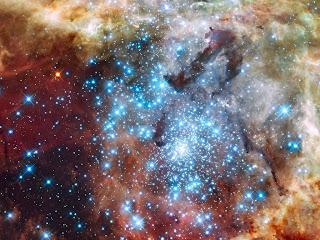 Звездные скопления в туманности 30 Doradus