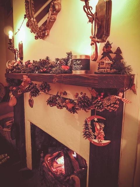 Christmas pinecone garland