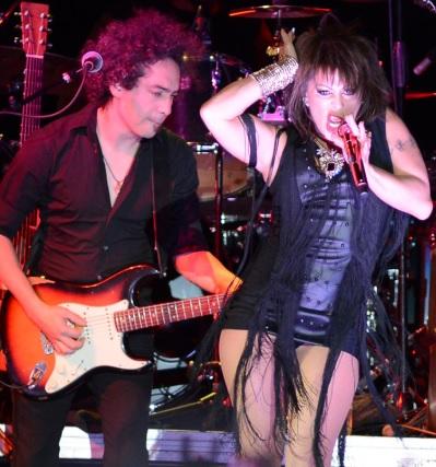 Alejandra Guzmán cantando en concierto
