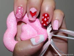 Os tons perfeitos de unhas  para Dia dos Namorados