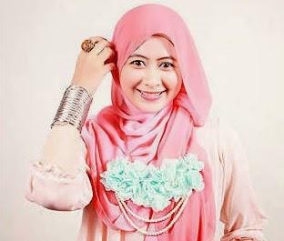 Kalung Hijab