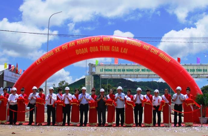 Đường Hồ Chí Minh qua Gia Lai: Về đích đúng hẹn với Bộ trưởng Thăng