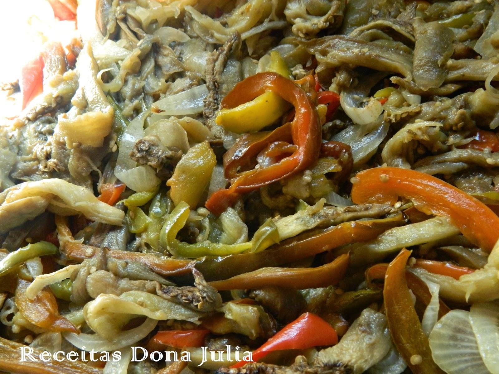 Salada de berinjela caponata italiana
