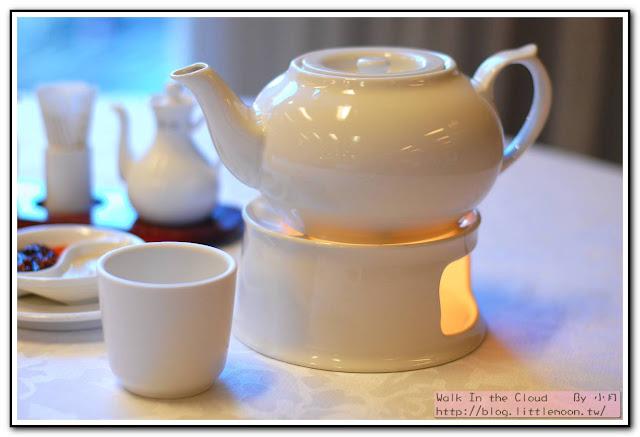 裝滿香片的茶壺與茶杯