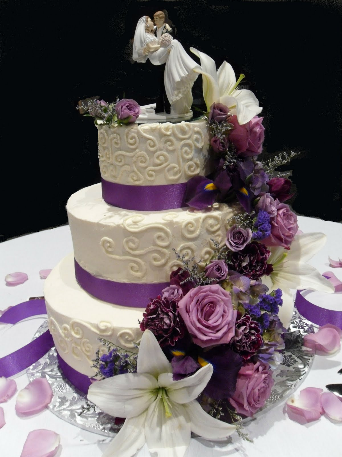 Cake Concepts by Cathy: Whipped cream and fresh flowers...a great ...