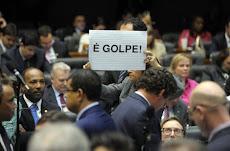 PORTUGUESE: Cunha faz manobra e Câmara aprova redução da maioridade penal