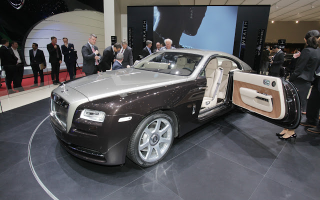 Picture Rolls Royce Wraith Reviews quarter front