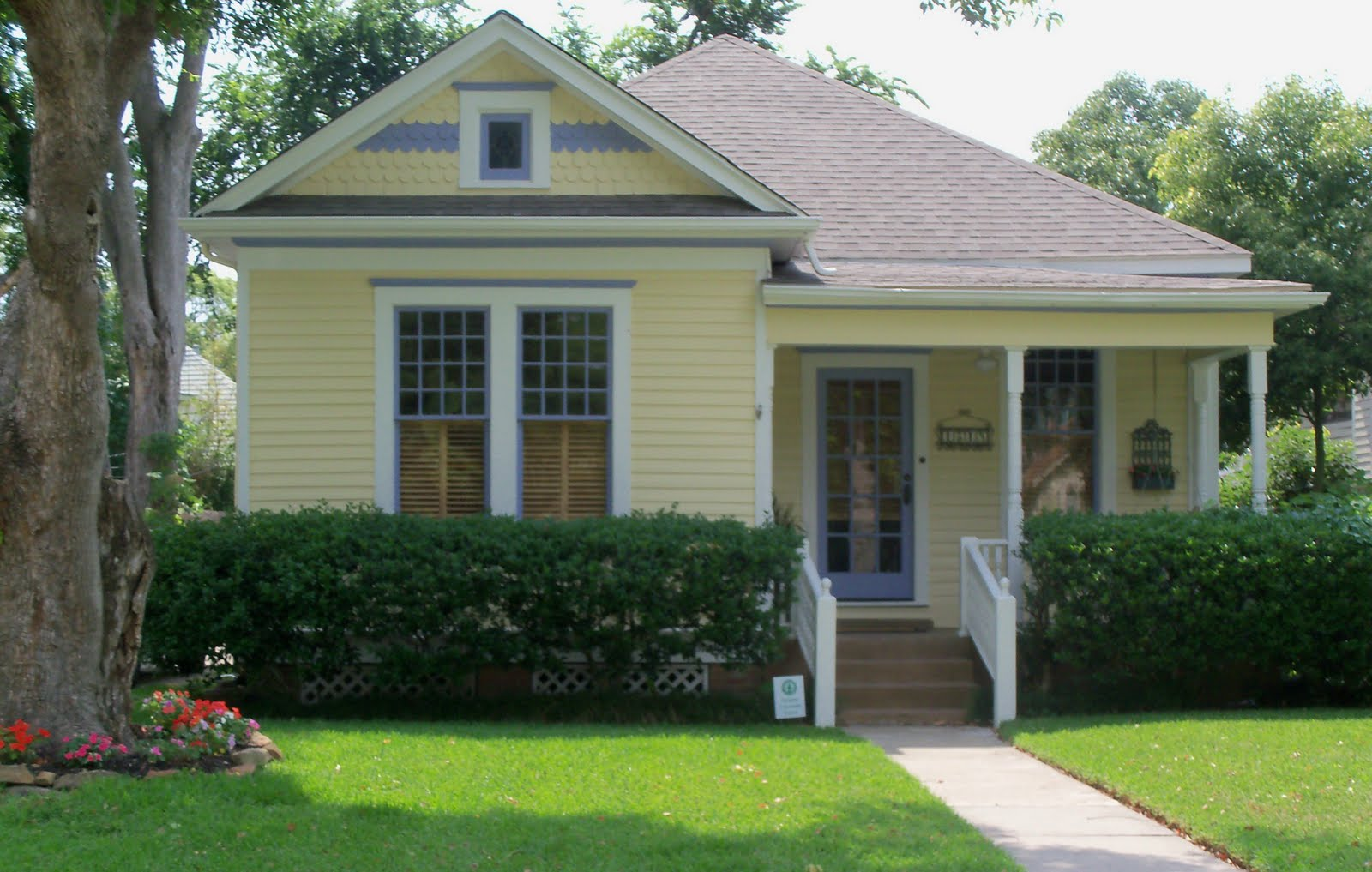 Bungalows paint colors and exterior paint on pinterest - Fall Round Up The Best Exterior House Colours For 2013 Hawthorne Yellow Benjamin Moore And Stained Decks