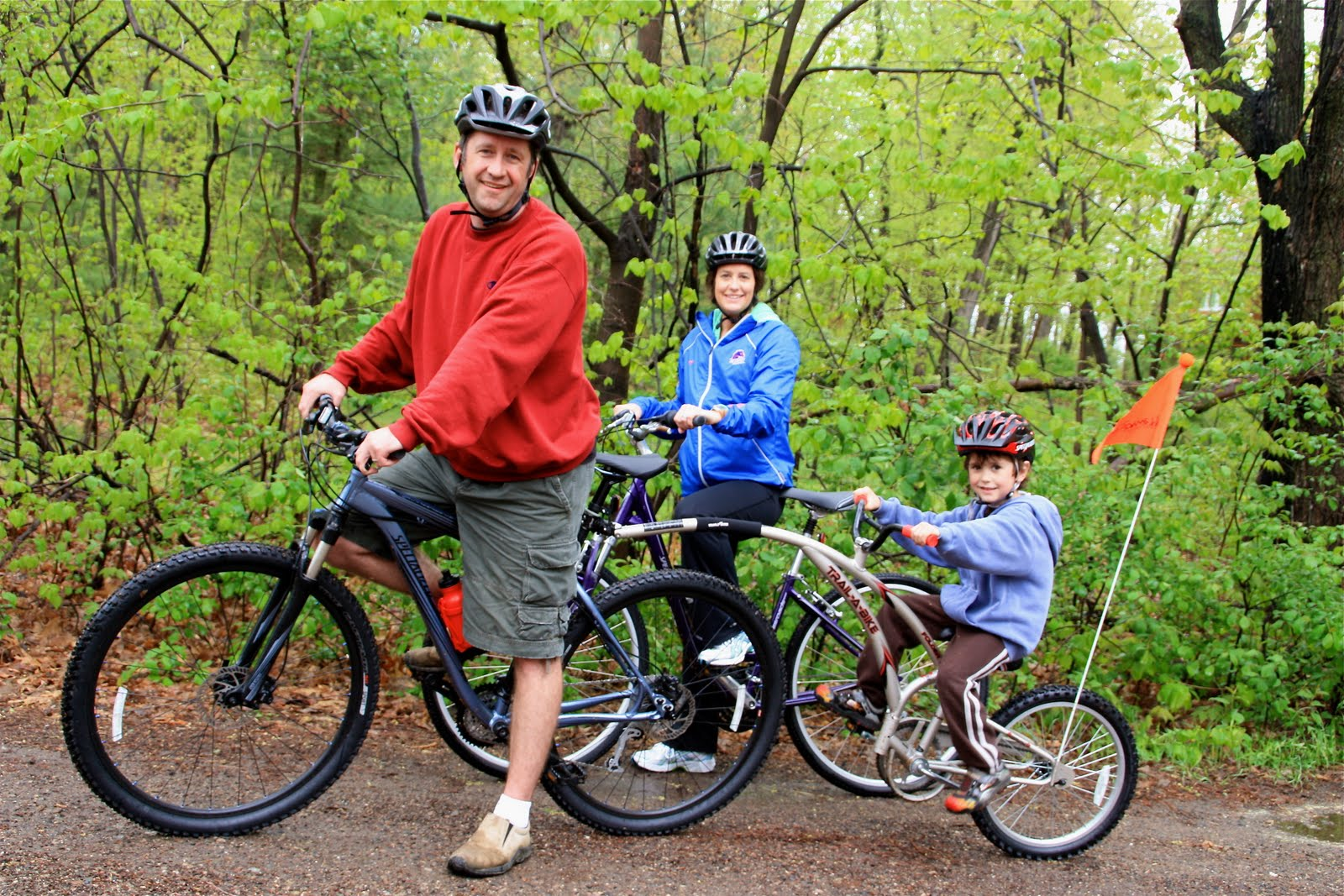 Displaying 19> Images For - Family Bike Riding...