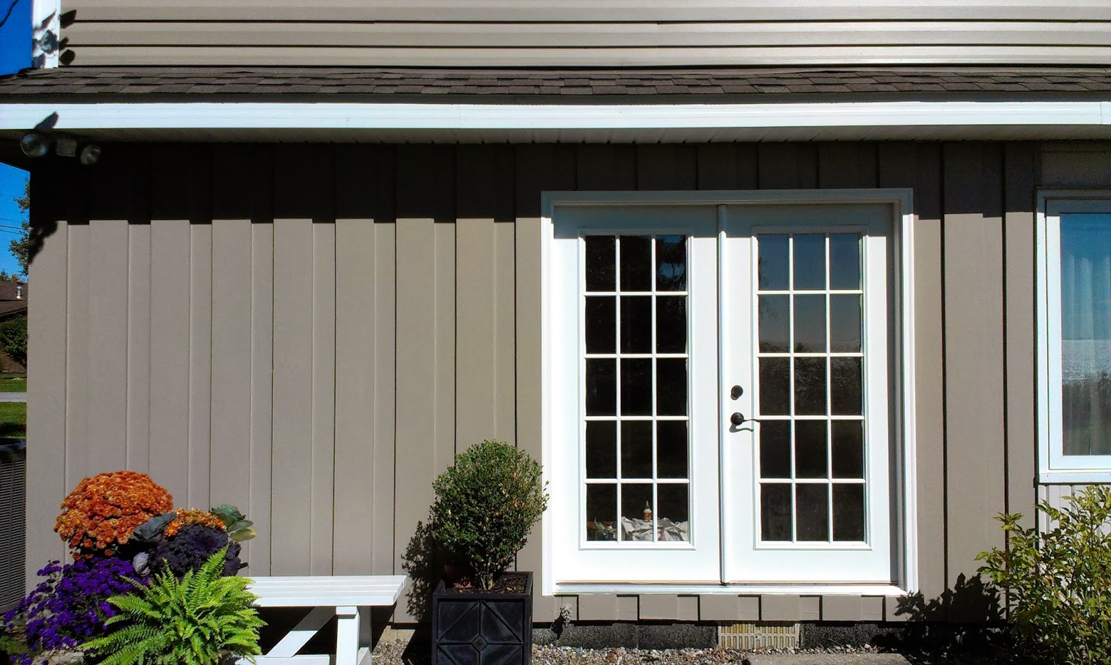 buffet take a bite tutorial how to paint your exterior wood siding. Black Bedroom Furniture Sets. Home Design Ideas