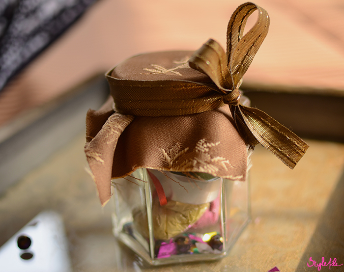 This Diwali, give your gifting a contemporary edge by choosing the DIY or Do-It-Yourself project which is a package of numerous individual traditional Diwali gifts within a mason jar by Dayle Pereira of Style File