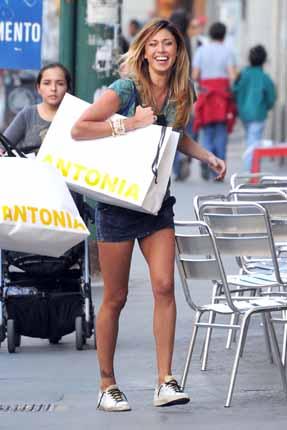 Celeb68 belen rodriguez foto shopping a milano con la for Belen casa milano