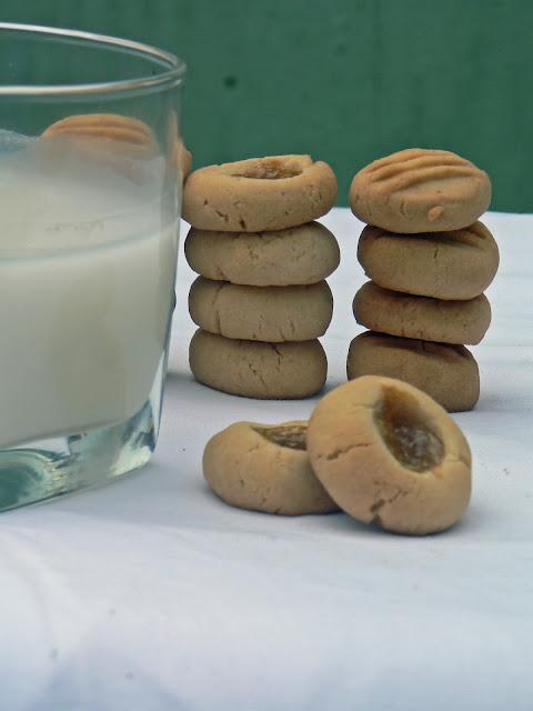 vanilla cookies and jam drops