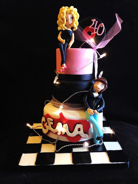 tarta fondant; tarta decorada; tarta grease; grease; cumpleaños; celebración;
