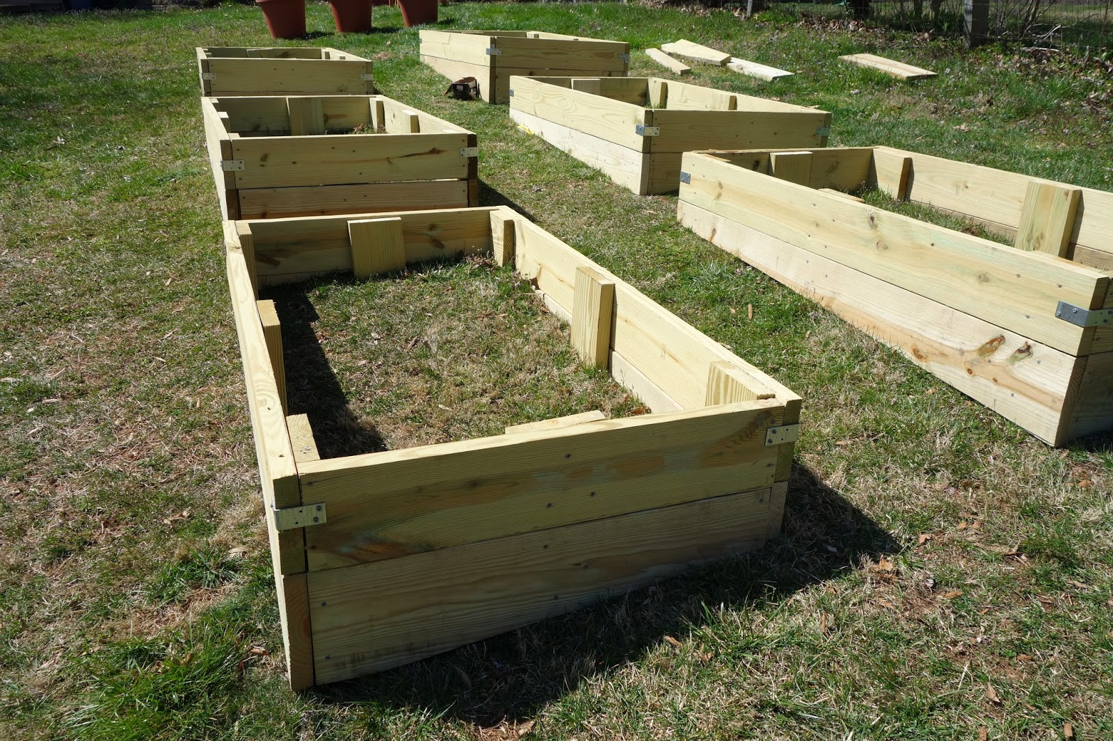 rustyfarmhouse diy leveled garden boxes
