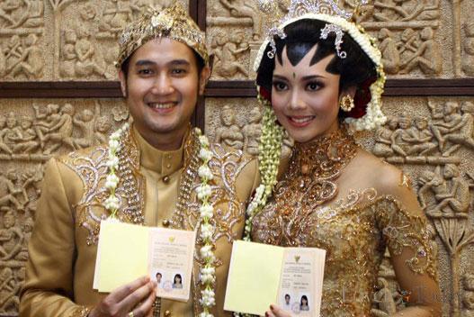 Aldi Bragi dan Ririn Dwi Ariyanti Menikah