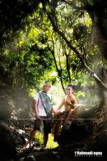 foto prewedding konsep alam pedesaan