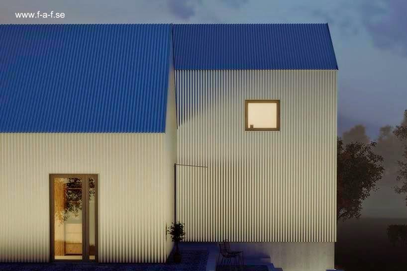 Vista nocturna de la casa con luz exterior artificial