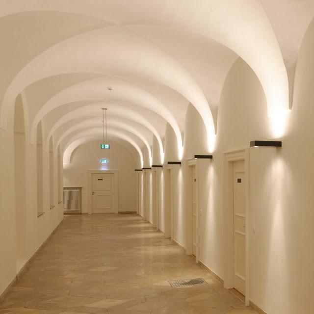 kloster holzen tagungshotel korridor